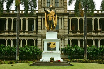 ostrov Oahu, hlavní město Honolulu, socha krále Kamehameha I.